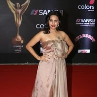 Swara Bhaskar - Red Carpet: Sansui Colors Stardust Awards 2016 Pictures