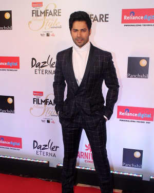 Varun Dhawan - Photos: Celebs at Red Carpet Of Filmfare Glamour & Style Awards 2017