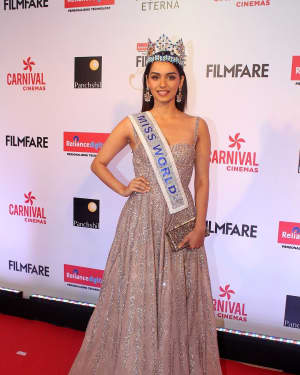 Manushi Chhillar - Photos: Celebs at Red Carpet Of Filmfare Glamour & Style Awards 2017