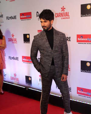 Shahid Kapoor - Photos: Celebs at Red Carpet Of Filmfare Glamour & Style Awards 2017 | 1548214