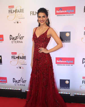 Kriti Sanon - Photos: Celebs at Red Carpet Of Filmfare Glamour & Style Awards 2017