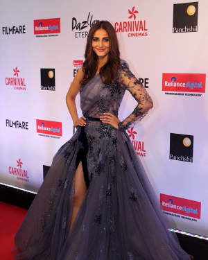 Vaani Kapoor - Photos: Celebs at Red Carpet Of Filmfare Glamour & Style Awards 2017