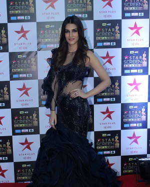 Kriti Sanon - Photos: Celebs at Red Carpet Of Star Screen Awards