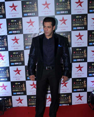 Salman Khan - Photos: Celebs at Red Carpet Of Star Screen Awards