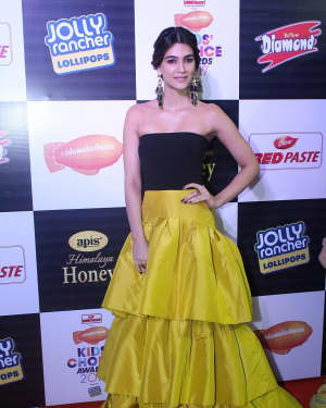 Kriti Sanon - Photos: Star Studded Orange Carpet Of Nickelodeon Kids Choice Awards 2017