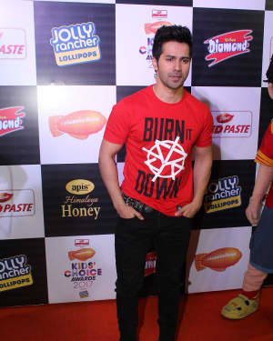 Varun Dhawan - Photos: Star Studded Orange Carpet Of Nickelodeon Kids Choice Awards 2017