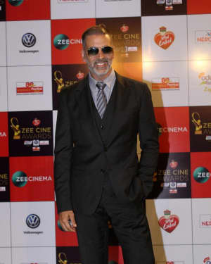 Akshay Kumar - Photos: Celebs At Red Carpet Event Of Zee Cine Awards 2018