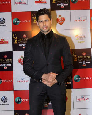 Sidharth Malhotra - Photos: Celebs At Red Carpet Event Of Zee Cine Awards 2018