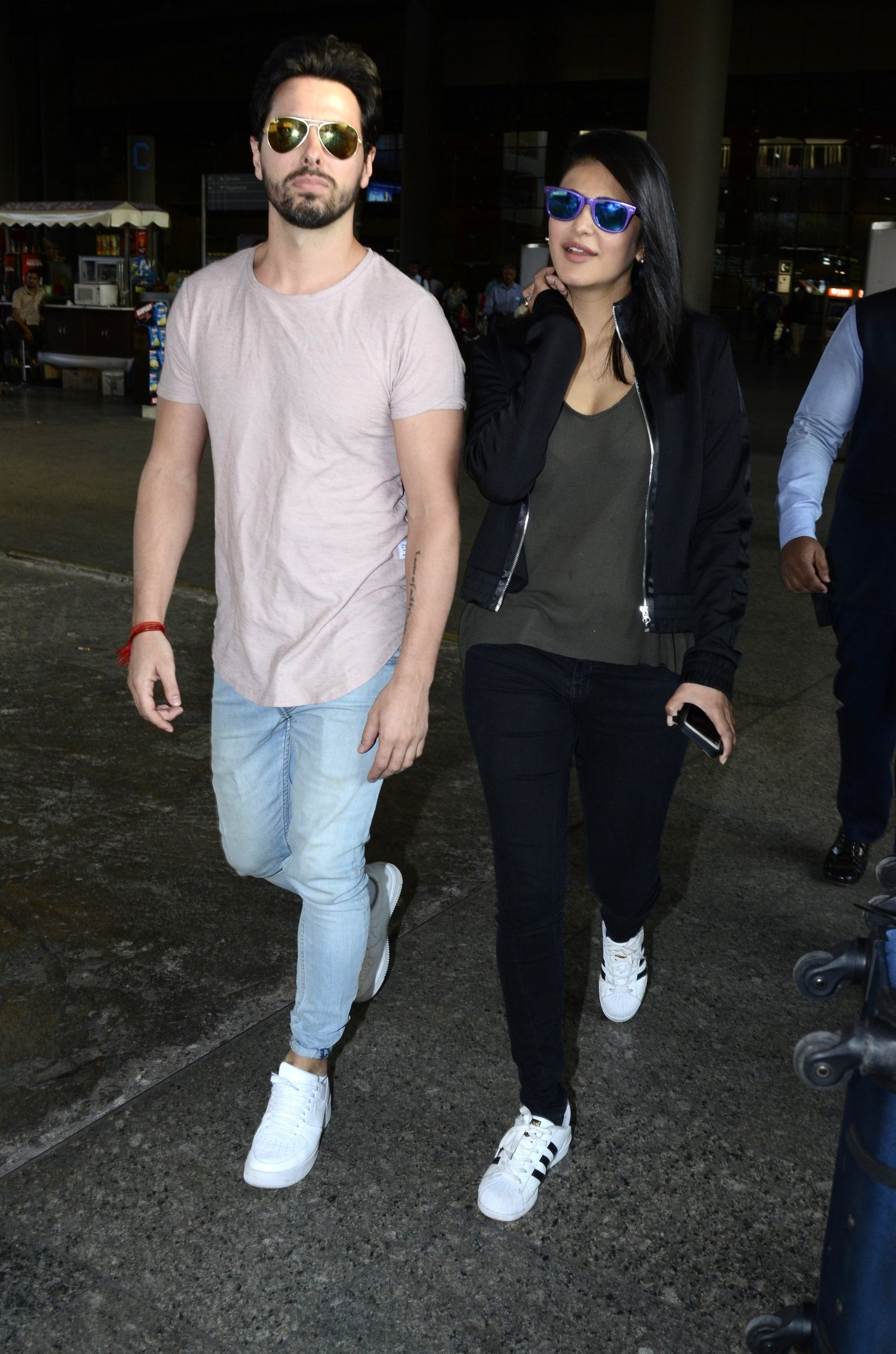 Shruti Haasan with Boy Friend spotted at International Airport Images