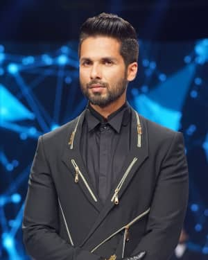 Shahid Kapoor - In Pics: GQ Fashion Nights 2017