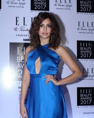 Kriti Kharbanda - In Pics: Elle India Beauty Awards 2017