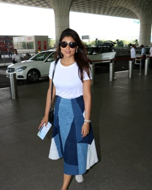 In Pics: Shriya Saran Snapped at Mumbai Airport