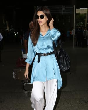 In Pics: Kriti Sanon Snapped At Mumbai Airport   Picture 1535573