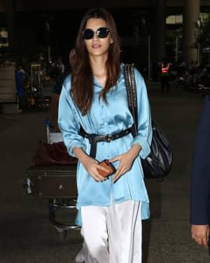 In Pics: Kriti Sanon Snapped At Mumbai Airport   Picture 1535576