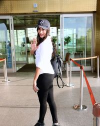 Pooja Hegde Spotted At Mumbai Airport | Picture 1525027