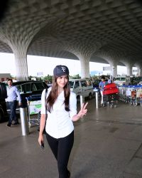Pooja Hegde Spotted At Mumbai Airport | Picture 1525024
