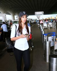 Pooja Hegde Spotted At Mumbai Airport | Picture 1525023