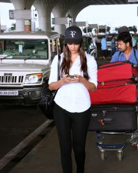 Pooja Hegde Spotted At Mumbai Airport | Picture 1525021