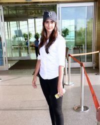 Pooja Hegde Spotted At Mumbai Airport | Picture 1525028