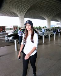 Pooja Hegde Spotted At Mumbai Airport | Picture 1525025