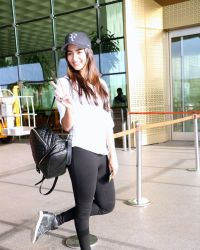 Pooja Hegde Spotted At Mumbai Airport | Picture 1525026