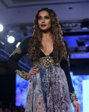 In Pics: Bipasha Basu Walks The Ramp For Rocky S At Bombay Times Fashion Week 2017