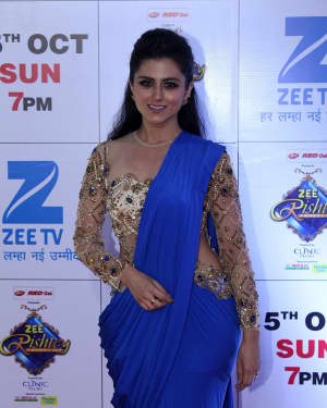 Riddhi Dogra - In Pics: Red Carpet Of The Grand Celebration Of Zee Rishtey Awards 2017