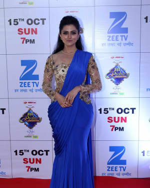 Riddhi Dogra - In Pics: Red Carpet Of The Grand Celebration Of Zee Rishtey Awards 2017 | Picture 1526993