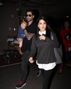 In Pics: Sunny Leone Snapped at Mumbai Airport | Picture 1527302