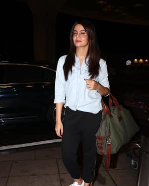 In Pics: Surveen Chawla Snapped At Mumbai Airport   Picture 1527686