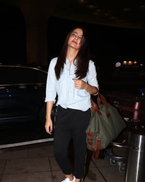 In Pics: Surveen Chawla Snapped At Mumbai Airport   Picture 1527685