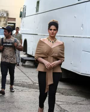 Zareen Khan - In Pics: Aksar 2 Cast on the sets Of Comedy Show Comedy Dangal