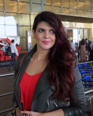 In Pics: Ihana Dhillon Snapped at Airport While Leaving For Hate Story 4 Shoot In London