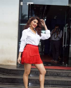 Jacqueline Fernandez - In Pics: Jacqueline, Varun and Taapsee Promotes Judwaa 2 In Dance Plus Final? Episodes   Picture 1529402