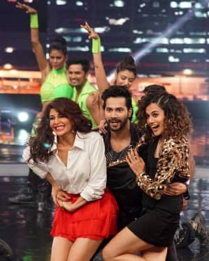 In Pics: Jacqueline, Varun and Taapsee Promotes Judwaa 2 In Dance Plus Final? Episodes   Picture 1529410
