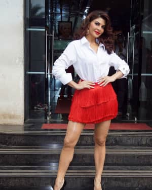 Jacqueline Fernandez - In Pics: Jacqueline, Varun and Taapsee Promotes Judwaa 2 In Dance Plus Final? Episodes   Picture 1529404