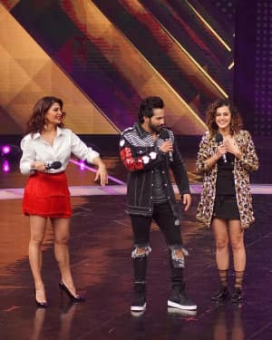 Judwaa 2 - In Pics: Jacqueline, Varun and Taapsee Promotes Judwaa 2 In Dance Plus Final? Episodes