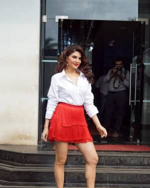 Jacqueline Fernandez - In Pics: Jacqueline, Varun and Taapsee Promotes Judwaa 2 In Dance Plus Final? Episodes   Picture 1529400