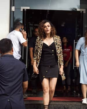 Taapsee Pannu - In Pics: Jacqueline, Varun and Taapsee Promotes Judwaa 2 In Dance Plus Final? Episodes   Picture 1529393