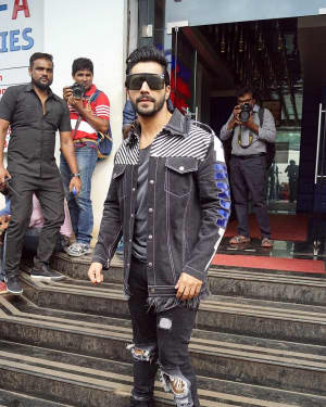 Varun Dhawan - In Pics: Jacqueline, Varun and Taapsee Promotes Judwaa 2 In Dance Plus Final? Episodes   Picture 1529392