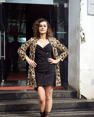 Taapsee Pannu - In Pics: Jacqueline, Varun and Taapsee Promotes Judwaa 2 In Dance Plus Final? Episodes   Picture 1529396