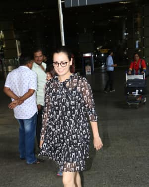 In Pics: Dia Mirza Snapped At Mumbai Airport   Picture 1529860