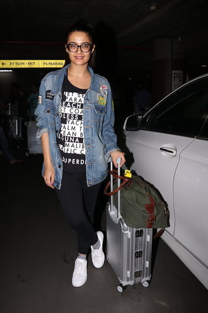 In Pics: Surveen Chawla Snapped At Mumbai Airport