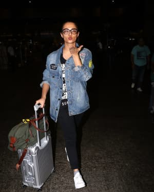 In Pics: Surveen Chawla Snapped At Mumbai Airport   Picture 1529848