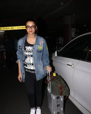 In Pics: Surveen Chawla Snapped At Mumbai Airport   Picture 1529850