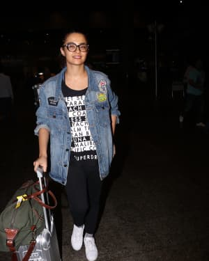 In Pics: Surveen Chawla Snapped At Mumbai Airport   Picture 1529846