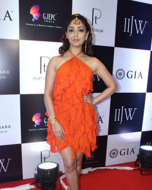 Yami Gautam - In Pics: Celebs Walks Ramp At IIJW 2017