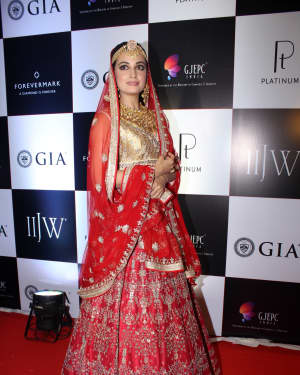 Dia Mirza - In Pics: Celebs Walks Ramp At IIJW 2017