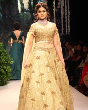 Shamita Shetty - In Pics: Celebs Walks Ramp At IIJW 2017 | Picture 1530296