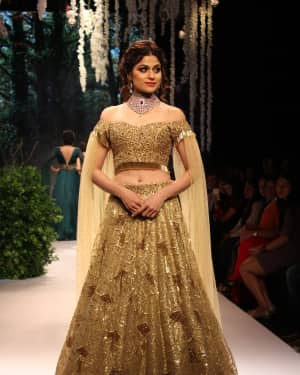 Shamita Shetty - In Pics: Celebs Walks Ramp At IIJW 2017 | Picture 1530297